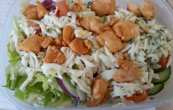 "Csirkemell saláta ""hamis"" sajttal"